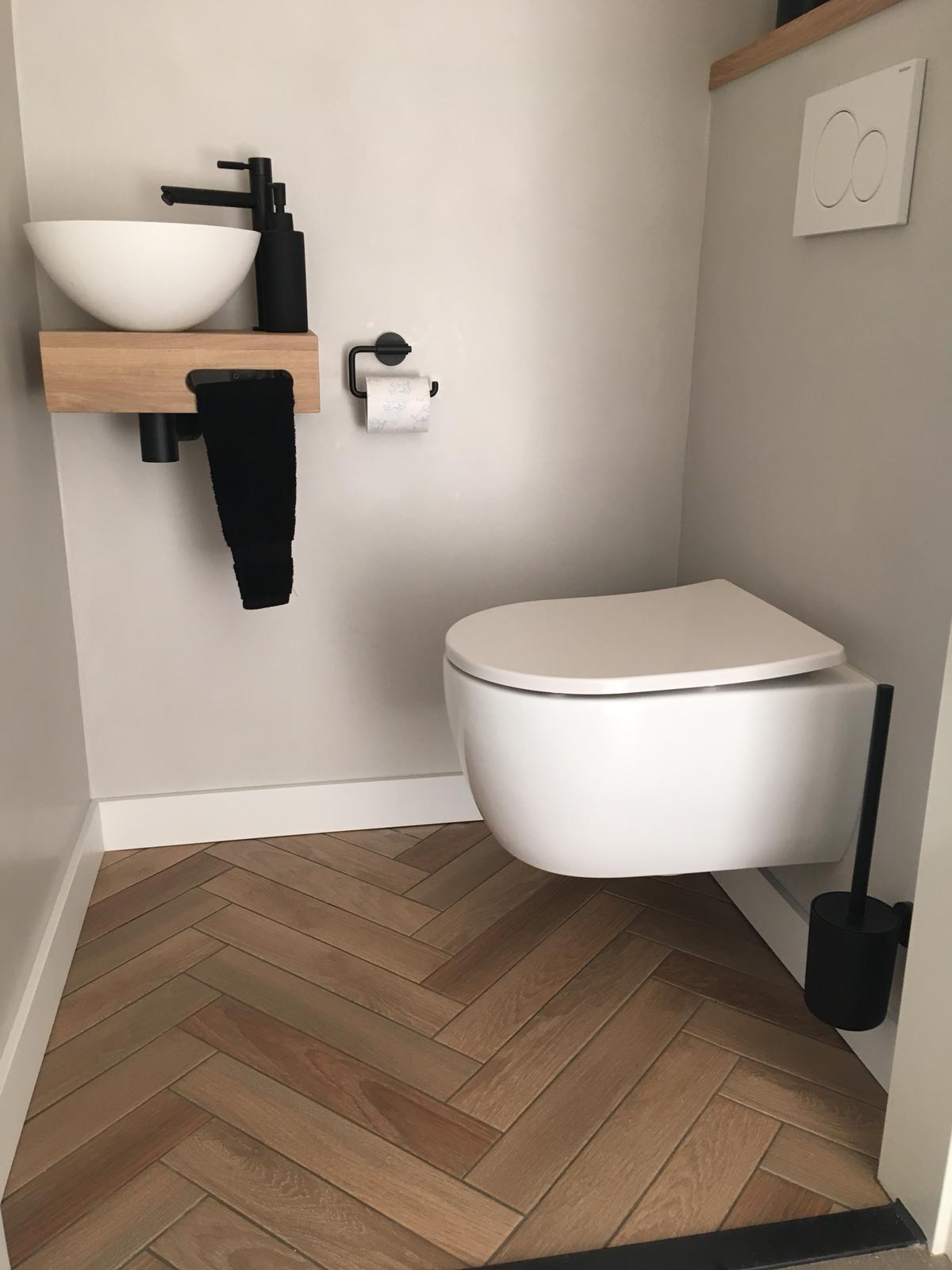Toilet renovatie beton cire Amstelveen