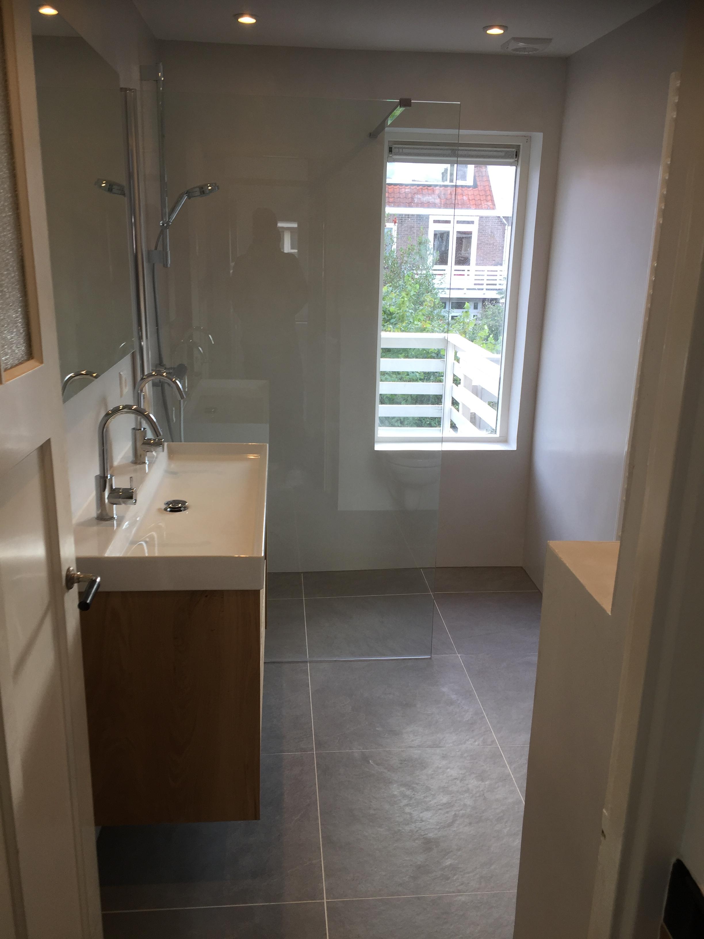 Badkamer renovatie beton cire in Haarlem