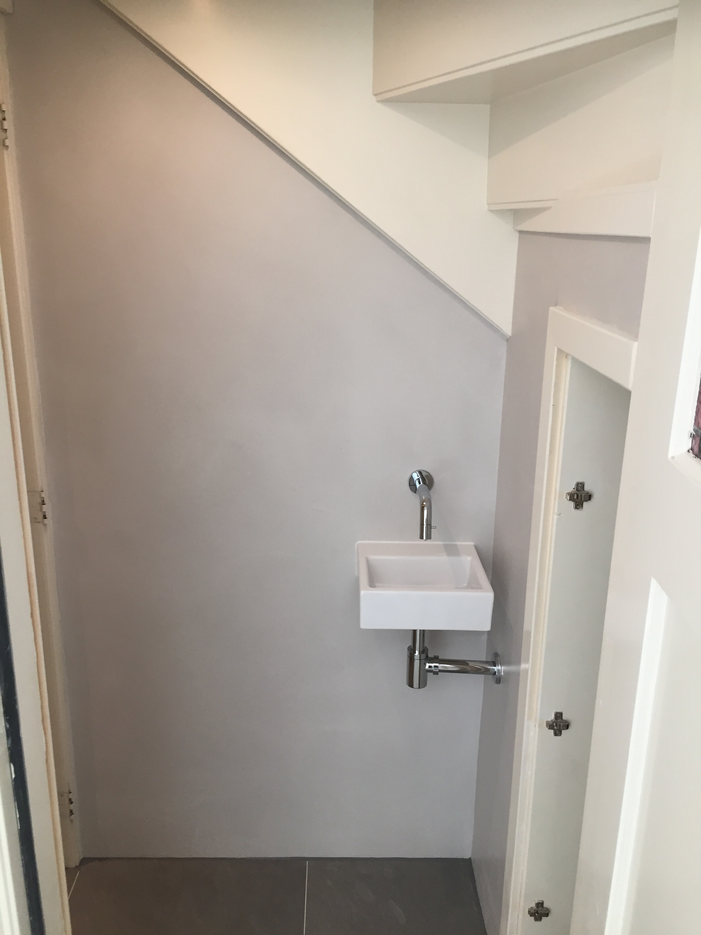 Toilet renovatie beton cire in Haarlem
